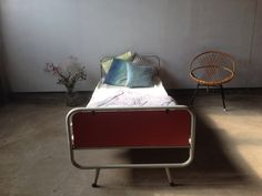 Vintage bed ledikant retro kinderbed