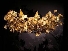 Datei:Golden leaf crown of ancient macedonian origin, Thessaloniki, Greece.jpg