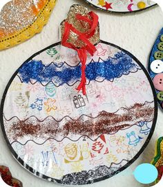 decorando bolas de navidad niños Diy, Plates, Tableware, Infant Crafts, Crafts For Kids, Glitter, Stamps, Licence Plates, Dishes