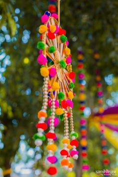 Gone are the days when one was way too extravagant with the Mehendi budget and went through over-the-top creativity. In it's all about minimal and DIY so we have curated these best DIY budge. Diya Decoration Ideas, Diwali Decoration Items, House Decoration Items, Mehendi Decor Ideas, Diwali Decorations At Home, Mehndi Decor, Home Wedding Decorations, Diy Party Decorations, Festival Decorations