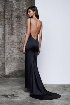 The low exposed back on this stretch satin formal gown by Lexi Clothing gives that special edge. This new collection is perfect for the fashion forward and free spirited. Available in store. Looks Chic, Looks Style, Slep Dress, Chic Dress, Dress Up, Dance Dresses, Prom Dresses, Mode Outfits, Formal Gowns
