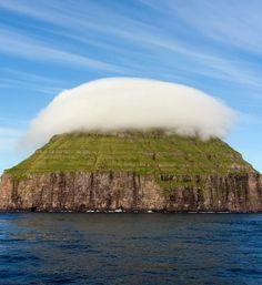 La curiosa nube que cubre Litla Dímun