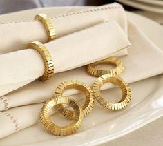 Gold Napkins, Wedding Napkins, Decorative Accessories, Home Accessories, Decorative Accents, Estilo Real, Vases, Gold Highlights, Holiday Tables