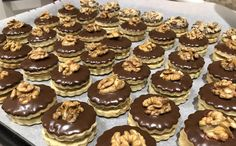 Tartelette d& fourrée aux noix - Backschätze - Christmas Sweets, Christmas Cooking, Coconut Pineapple Cake, Gourmet Candy, Tartelette, Berry Cake, Fruity Drinks, Czech Recipes, Crack Crackers