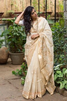 We love our nudes. And we know you do too! This gorgeous chanderi cotton with self zari threadwork has the sheer brilliance of beige combined with the beauty of embroidery for a subtle statement. Opt for a hot pink blouse if you're in the mood for some adventure. #beige #chanderi #cotton #zari #saree #India #blouse #houseofblouse