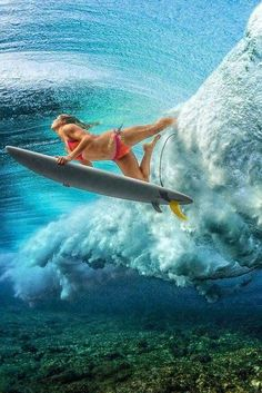 This skilled woman is demonstrating her technique for advancing in the ocean surf right through the wave in the terrific photo taken beneath the water surface. Kitesurfing, No Wave, Surf Girls, Yoga Girls, Surf Vintage, Photo Bleu, Foto Sport, Surf Art, Big Waves