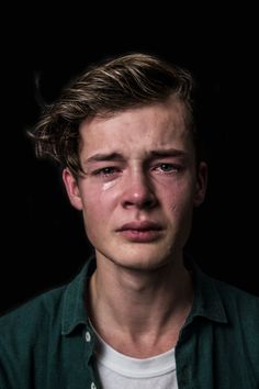 "What Real Men Cry Like"" & ""What Real Women Laugh Like"" - Maud Fernhout Photoseries aimed to combat stereotypes and gender roles. For the rest of the (40) photos and quotes of the participants click the source"