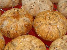 Ingredience dáme do pekárny v tomto pořadí. Zapneme program těsto. Pokud bude těsto při hnětení lepivé (dle velikosti brambory), přidáme trochu...