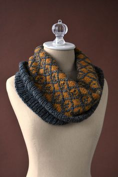 This Willowwork Cowl Pattern has an easy colorwork cable pattern that looks like lattice. Great pattern for using two colors of yarn. Get creative and play with different colors to make this cowl! Fair Isle Knitting Patterns, Knit Patterns, Stitch Patterns, Knit Cowl, Knit Crochet, Crochet Pattern, Knitted Cowls, Crochet Granny, Knit Shawls