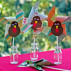 Turkey Pinwheels for a Thanksgiving table display #cute #ParentsCrafts