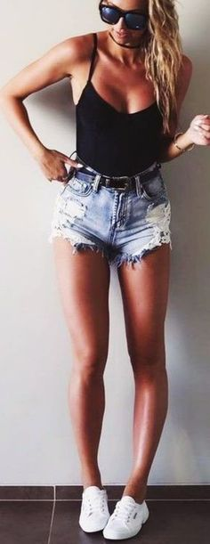 Denim Shorts are the best to beat the heat and look hot at the same time | CUTE SUMMER OUTFITS | 42 Cute Summer Outfits to Copy ASAP | Fenzyme.com