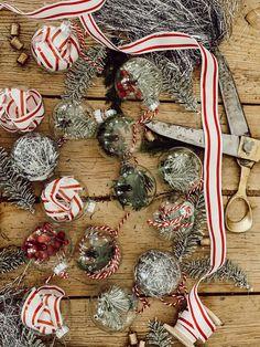 Red And Gold Christmas Tree, Christmas Greenery, Natural Christmas, Farmhouse Christmas Decor, Christmas Time, Christmas Ideas, Merry Christmas, Christmas Crafts For Adults, Diy Crafts For Adults