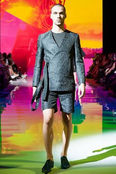 Un torrente de color se vivió con el desfile de Joao Paulo Guedes en la semana de la moda de Toronto, en la que su colección Spring-Su...