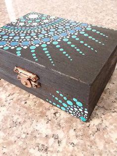 Mandala jewelry box made of lacquered wood jewelry box storage box - Basket. - Mandala jewelry box made of lacquered wood jewelry box storage box – basket and box – - Wooden Box Crafts, Painted Wooden Boxes, Painted Jewelry Boxes, Wooden Diy, Diy Wood, Diy Trinket Box, Wooden Box Designs, Jewelry Box Makeover, Jewellery Box Making