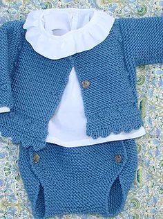braguita de bebé tejida a dos agujas, knit baby romper Baby Boy Knitting, Knitting For Kids, Baby Knitting Patterns, Baby Sewing, Tricot Baby, Knitted Baby Clothes, Crochet For Boys, Baby Cardigan, Baby Sweaters