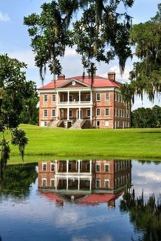 Located on the Ashley River near Charleston South CarolinaDrayton Hall. Located on the Ashley River near Charleston South Carolina Southern Plantation Homes, Southern Mansions, Southern Plantations, Southern Homes, Southern Style, Plantation Houses, Southern Charm, Southern Living, Civil Rights