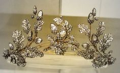 Diamond oak-leaf tiara    British Museum  Convertible into a corsage ornament.  English about 1855