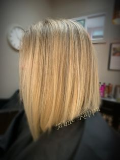 Blonde lob on thick hair Hair Color Experts, Color Correction Hair, Blonde Lob, Best Hair Salon, Wedding With Kids, Hair Studio, Cool Hair Color, Thick Hair, Hair Trends