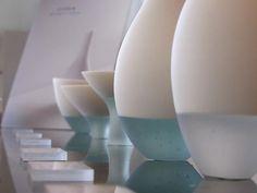 Fusion verre et porcelaine par Misa Tanaka Ceramic Teapots, Glass Ceramic, Ceramic Clay, Ceramic Pottery, Organic Ceramics, Tadelakt, Pottery Classes, Pottery Sculpture, Space Furniture