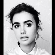 Lily Collins. #Fashion