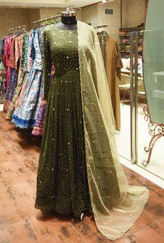 Shop Latest Salwar Kameez Online From India Via Facetime & Skype Video Calling Simple Pakistani Dresses, Pakistani Wedding Outfits, Pakistani Bridal Wear, Pakistani Dress Design, Wedding Lehenga Designs, Designer Bridal Lehenga, Designer Anarkali, Wedding Designs, Dress Indian Style