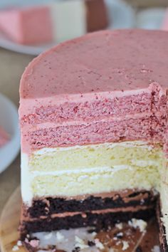 An easy Neapolitan Cake made using just one cake batter! Three layers of choc. Strawberry Crunch Cake, Strawberry Lemonade Cake, Strawberry Cake Recipes, Strawberry Buttercream, Buttercream Recipe, Chocolate Buttercream, Cake Chocolate, Italian Buttercream, Strawberry Blonde