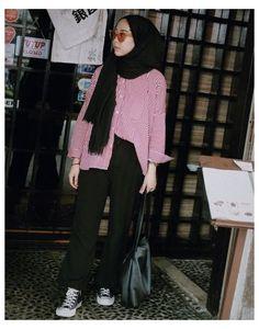 Casual Hijab Outfit, Ootd Hijab, Hijab Fashion Inspiration, Jeans, Model, Dresses, Ootd Fashion, Blur, Womens Fashion