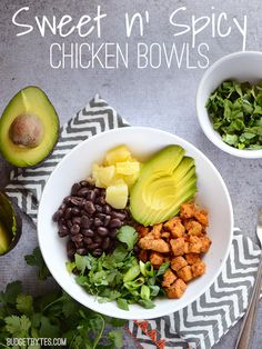 These Sweet n' Spicy Chicken Bowls assemble quickly and provide a lot of flavor, color, and texture. Low sugar, high fiber, and loaded with deliciousness! Sweet n' Spicy Chicken Bowls by Sweet N Spicy, Sweet And Spicy Chicken, Cooking Recipes, Healthy Recipes, Microwave Recipes, Healthy Breakfasts, Cooking Ribs, Cooking Bacon, Healthy Dinners