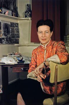 Simone de Beauvoir ist zurück aus China, ca. 1955.