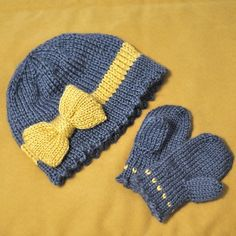 Knitting Pattern includes a flip-top thumb. Sized to fit 18-48 months..
