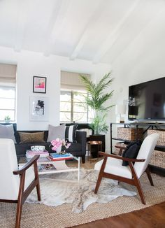 A simple yet elegant design for any living room. Eclectic Living Room Design by Shay Mitchell in LA Guesthouse Eclectic Living Room, Living Room Designs, Living Room Decor, Bedroom Decor, Living Rooms, Family Rooms, Eclectic Decor, Bedroom Designs, Shay Mitchell