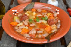 * Borlotti bean soup.  Recipe on my blog:  >>http://blueberriesandolives.com/2015/10/08/potaje-de-judias-borlotti-borlotti-bean-soup/ ------------------------------------- * Potaje de judías Borlotti. Encuentra la receta en mi blog:  >http://blueberriesandolives.com/2015/10/08/potaje-de-judias-borlotti-borlotti-bean-soup/