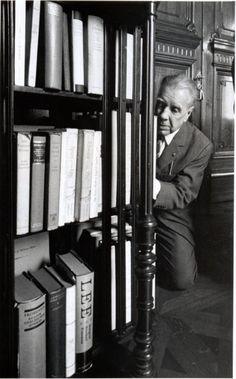 Jorge Luis Borges, Biblioteca Nacional [de Argentina], 1968. Photo by Sara Facio.