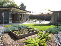 Houzz.com continues to enthrall us with this restoration story: the revival of a mid-century house designed by Cliff May. As always, we can't resist a few good before-and-after photos!