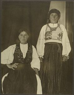 Portraits of Immigrants to Ellis Island Show the People Who Helped Shape America Romanian Gypsy, Romanian Women, Old Photos, Vintage Photos, Vintage Photographs, Foto Vintage, Antique Photos, Vintage Stuff, Ellis Island Immigrants