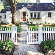 90 modern white cottage exterior style 22 - home & decor belle maison, Design Patio, Exterior Design, Fence Design, Garden Design, Little Cottages, Small Cottages, Cute Cottage, Cottage Style Decor, Cottage Exterior
