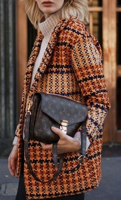 what to wear this fall : tweed blazer + sweater + bag + jeans