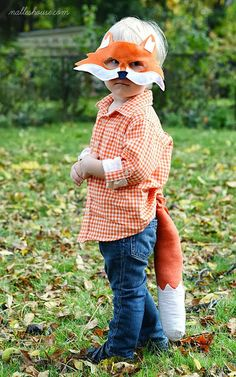 What does the Fox say Halloween Costume! CAPA is pinning costume ideas twice a day until Halloween. Halloween Masks, Easy Halloween, Halloween Costumes For Kids, Halloween Crafts, Toddler Costumes, Diy Costumes, Diy Fox Costume, Costume Ideas, Printable Animal Masks