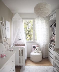 Lastenhuoneen hempeä tyyli ja kaunis höyhenvalaisin
