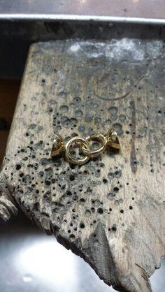 Broche de collar de oro