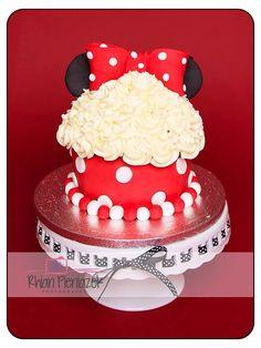Minnie Mouse cake. Cakes By Helzbach. Rhian Pieniazek Photography.