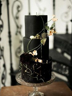 We've already shared some wedding food trends and one of them was handpainted wedding cakes. But if you are getting married this year, there are many other cake trends you may incorporate to make your dessert table edgy. Wedding Cake Centerpieces, Black Wedding Cakes, Beautiful Wedding Cakes, Beautiful Cakes, Perfect Wedding, Pretty Cakes, Amazing Cakes, Wedding Decorations, Moka