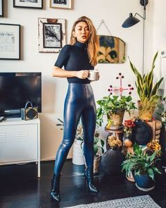 Heels and leggings - Beautiful fetish pics - Skin Tight Leggings, Leggings And Heels, Shiny Leggings, Leggings Fashion, Fashion Pants, Rubber Dress, Latex Pants, Leder Outfits, Leather Fashion