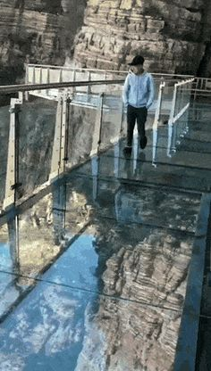 This is a Glass Bridge in China. They recently installed a digital screen underneath to play a video of the glass breaking. Best Funny Pictures, Funny Photos, Cool Pictures, Glass Bridge China, Beautiful Day, Beautiful Places, Glass Walkway, Scary Bridges, Fairy Pools