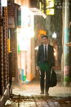 Jung Hae-in  is Seo Joon-Hee in Pretty Noona Who Buys Me Food (Something in the Rain). Live recapping at Drama Milk! #prettynoonawhobuysmefood #prettynoon #somethingintherain #Junghaein