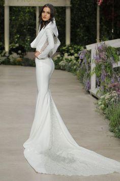 Diseños espectaculares en el desfile de Pronovias en la Barcelona Bridal Fashion Week 2018.