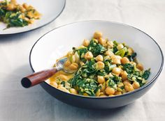 Chickpea and spinach curry - Kitchen Time - Vegetarian Recipes Vegetarian Recipes Videos, Healthy Eating Recipes, Healthy Crockpot Recipes, Indian Food Recipes, Healthy Vegetarian Breakfast, Chickpea And Spinach Curry, Chickpea Curry, Quinoa Spinach, Quick Easy Healthy Meals
