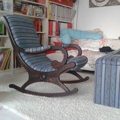 alter schaukelstuhl mit neuem polster und hocker