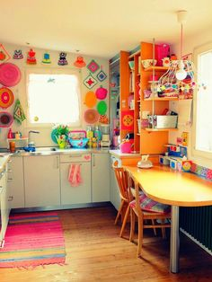 35 Colorful Boho Chic Kitchen Ideas to Decorate Your Room Love bohemian style? These bohemian kitchen gallery have a lot of common option for decorations and design elements. You are able to pick and select the one which suits your need the very best. Gypsy Kitchen, Bohemian Kitchen, Kitchen Colors, Kitchen Decor, Kitchen Ideas, Boho Chic Interior, Happy House, Decorate Your Room, Retro Home Decor