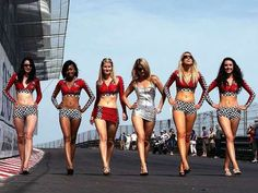 Hot grid girls populated the pits of all racing teams during the 2012 Formula 1 Championship. Here is a look at some beautiful pics of grid girls and racing. Filles Monster Energy, Monster Energy Girls, Monster Girl, F1 Grid Girls, Formula 1 Girls, Dream Cars, Pit Girls, Promo Girls, Umbrella Girl